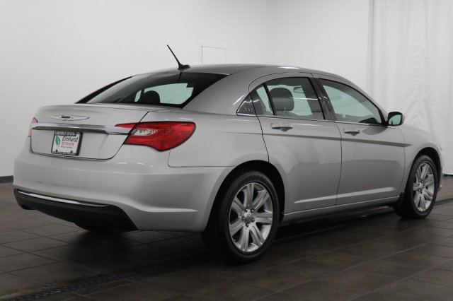 Pre-Owned 2011 Chrysler 200 Touring